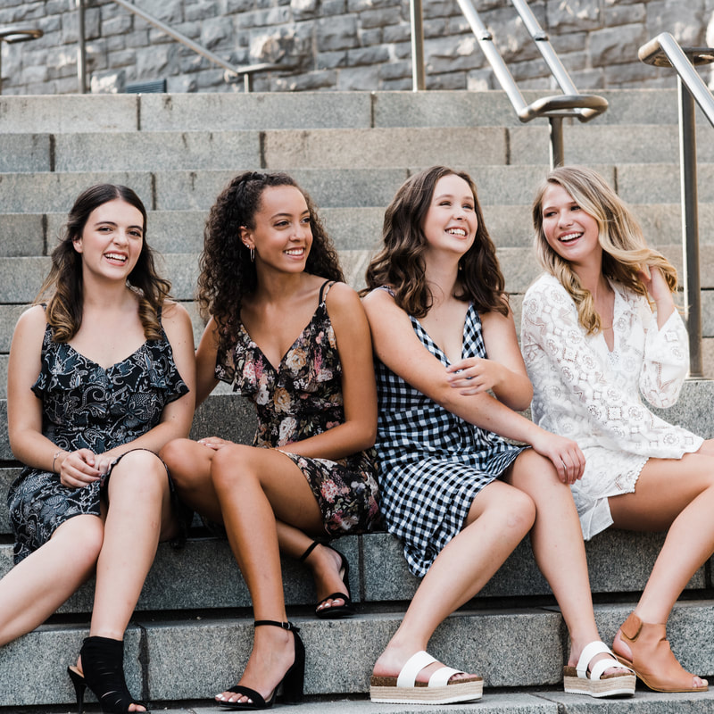 Happy Valley Photographer captures fashionable high school senior girls laughing